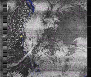 NOAA 19 northbound 36E at 15 Nov 2015 21:15:23 GMT on 137.10MHz, contrast enhancement, Normal projection, Channel A: 2 (near infrared), Channel B: 4 (thermal infrared)
