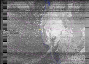 NOAA 18 northbound 72E at 16 Nov 2015 00:52:23 GMT on 137.9125MHz, contrast enhancement, Normal projection, Channel A: 3/3B (mid infrared), Channel B: 4 (thermal infrared)