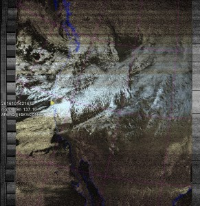 NOAA 19 northbound 39E at 14 Oct 2016 21:47:41 GMT on 137.10MHz, HVC-precip enhancement, Normal projection, Channel A: 2 (near infrared), Channel B: 4 (thermal infrared)